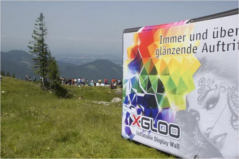X-Gloo reklamevegg i naturen