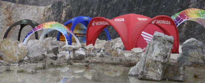 oppblåsbare telt fra X-GLOO i fjelllandskap